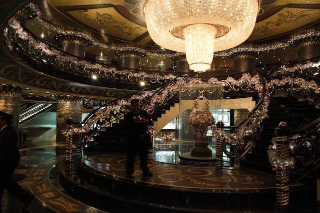 the-gran-lisboa-casino-macau-photo-charles-guy-02