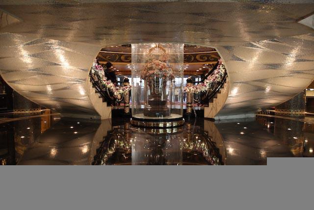 the-gran-lisboa-casino-macau-photo-charles-guy-03