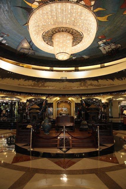 the-gran-lisboa-casino-macau-photo-charles-guy-04