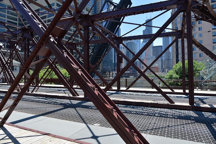04-Kinzie-Street-Bridge-Chicago-photo-Charles-Guy-2